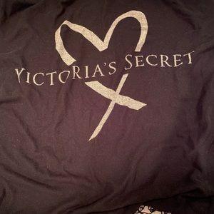 Victoria's Secret Accessories - 🆕Victoria's Secret Black Pink Heart Logo Throw